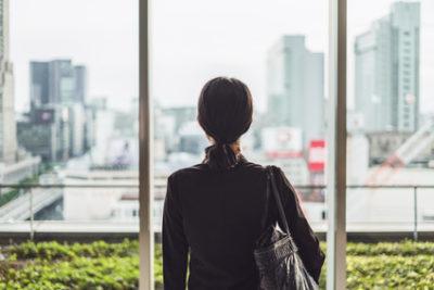 職場のヒステリー女から身を守り転職を考える女性
