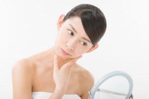 化粧のりが悪くて悩む女性