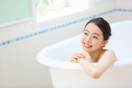美顔ローラーをお風呂で使いたい女性