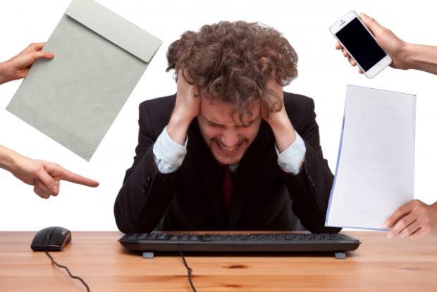 仕事量が多すぎてこなせないと悩む人