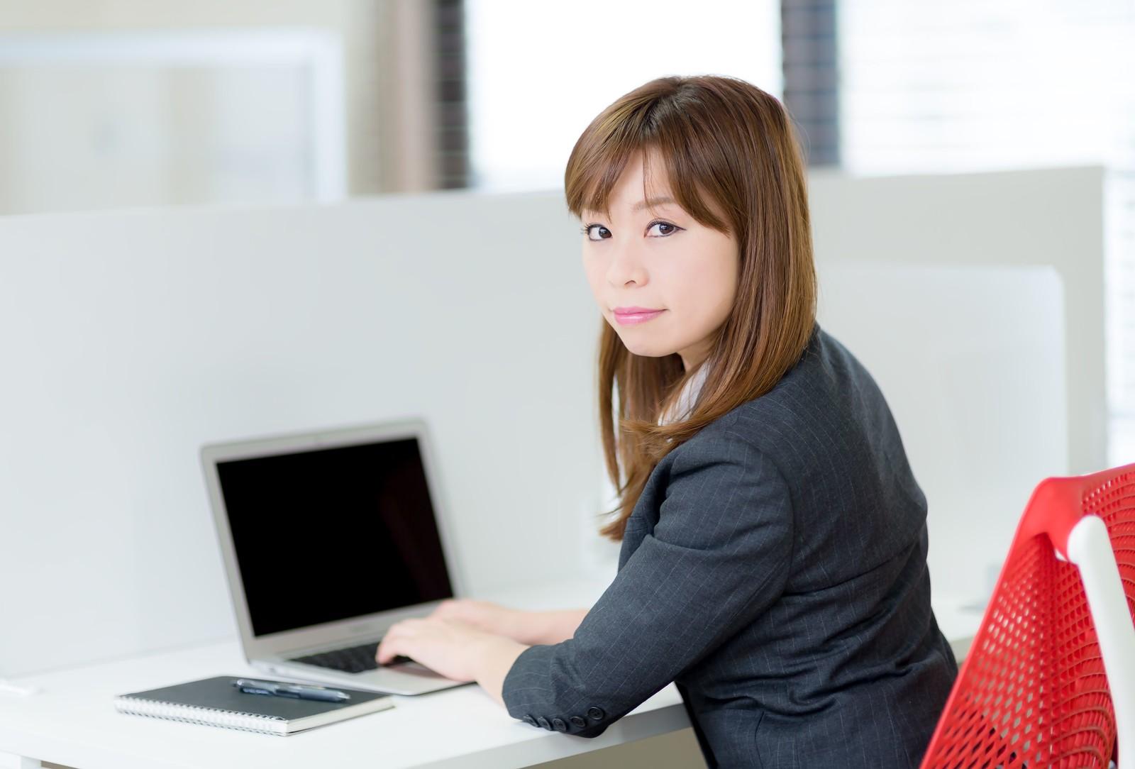 派遣求人サイト・派遣会社の人気おすすめ比較ランキングを活用して転職した派遣社員の女性