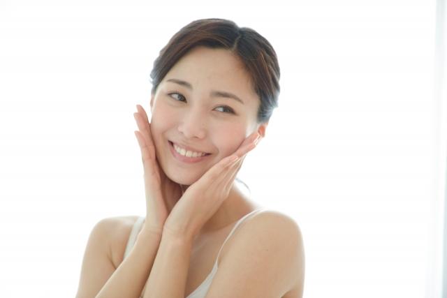 美顔ローラーをおすすめする女性